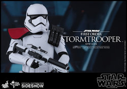 star-wars-first-order-stormtrooper-officer-sixth-scale-hot-toys-902603-10.jpg