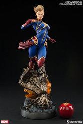 marvel-captain-marvel-premium-format-300454-03.jpg