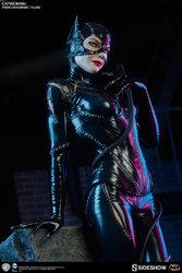 dc-comics-catwoman-premium-format-300270-02.jpg