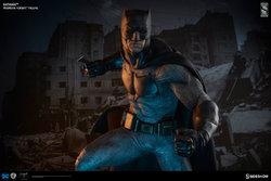 zdc-comics-bvs-dawn-of-justice-batman-premium-format-figure-3003861-02.jpg