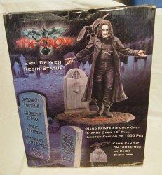 crow-eric-draven-resin-statue-15-neca_1_903b57507c6a6ff1b336bb9232f1b002.jpg