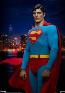 superman-the-movie-premium-format-figure_dc-comics_gallery_60651ff7b4b29.jpg