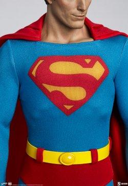 superman-the-movie-premium-format-figure_dc-comics_gallery_60651ffb9fabf.jpg