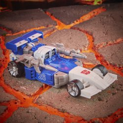 F1209_PROD_TRA_GEN_MIRAGE&GRIMLOCK_0015_Online_2000SQ.jpg