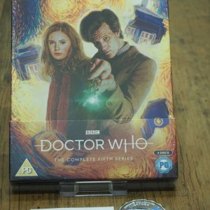 DoctorWho_s5_sealed_front.jpg