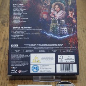 DoctorWho_s5_unsealed_back.jpg