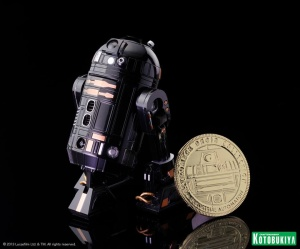 NYCC Exclusive R2-Q5 Collectible