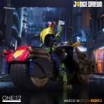 mezco-one12-dredd-lawgiver-nycc-exclusive-2016-01