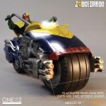 mezco-one12-dredd-lawgiver-nycc-exclusive-2016-03