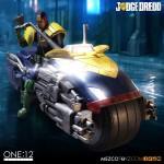 mezco-one12-dredd-lawgiver-nycc-exclusive-2016-08