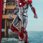 marvel-spider-man-homecoming-iron-man-mark-xlvii-sixth-scale-hot-toys-903079-01